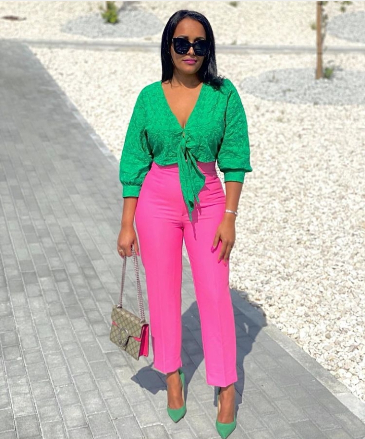 Colors to wear with pink
